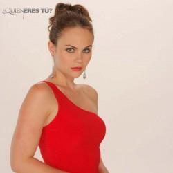 Laura Carmine como Verónica Garrido