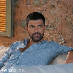 Engin Akyürek es Sancar Efeoğlu en La Hija del Embajador aqui completo en USB y DVD.
