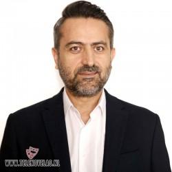 Nail Kirmizigül es Ekrem, el padre adoptivo de Zeynep.