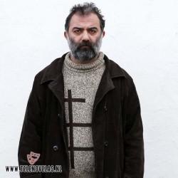 Sinan Demirer se mete en la piel de Bayram, el padre de Zeynep.