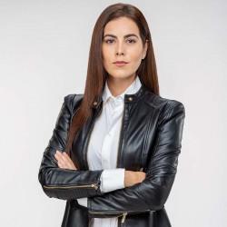 Jackie Sauza es Andrea en Sin miedo a la verdad.