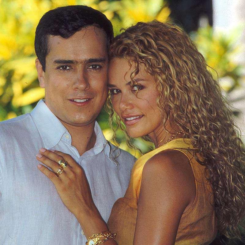 Comprar la Telenovela: La costeña y el cachaco completo en DVD.
